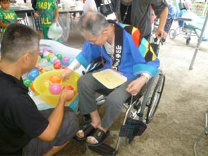 年間行事8月山の手フラワーヒル祭りヨーヨー釣りの様子